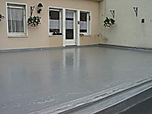 Terrassenboden Beschichtung selber abdichten, wasserdicht ...
